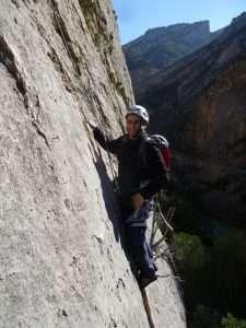 Gabriel Reina repitiendo su via de Terradets, tras regresar a la escalada 30 años después.