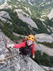 Tatiana escalando en Montserrat